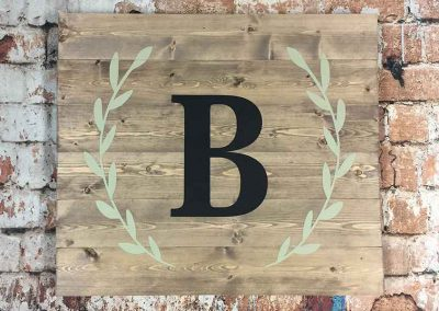 Single letter monogram plank style
